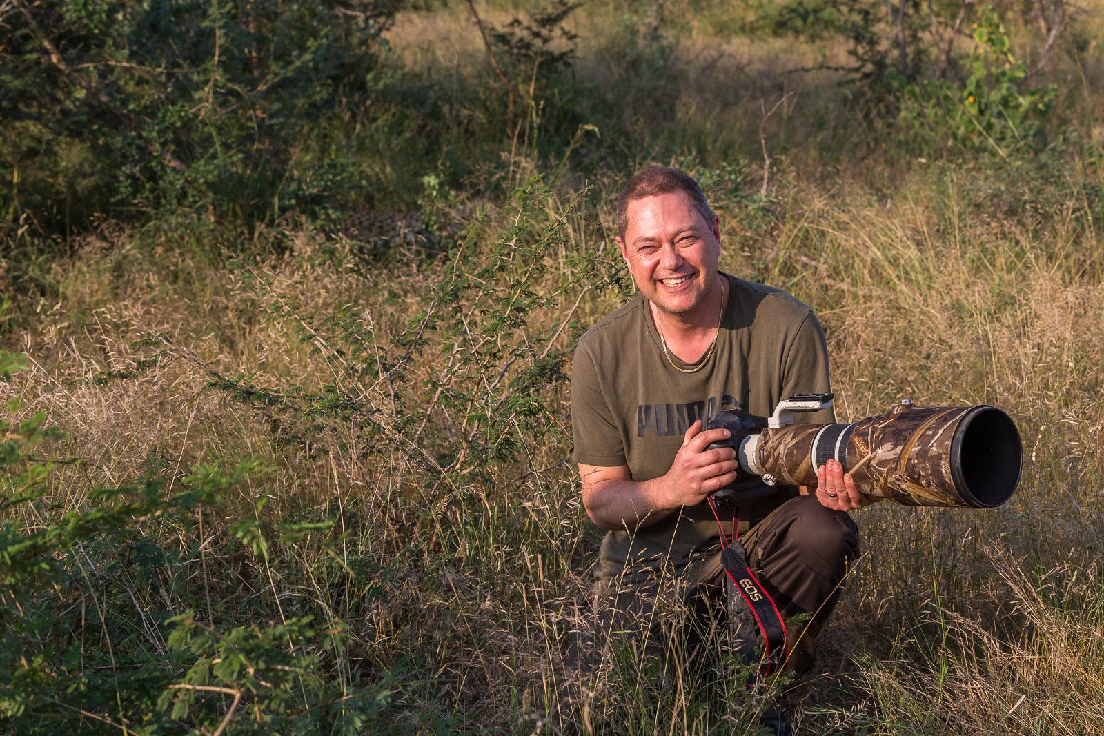 Jag med Gepard i bakgrunden