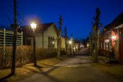 Stadsmiljö med kvällshimmel